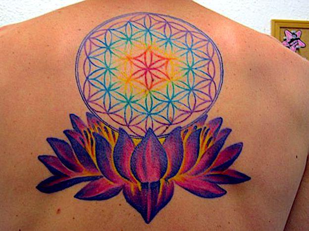 flor de la vida tatuaje mujer